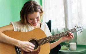 acordes de guitarra, acordes faciles, aprender guitarra online, mision musico express